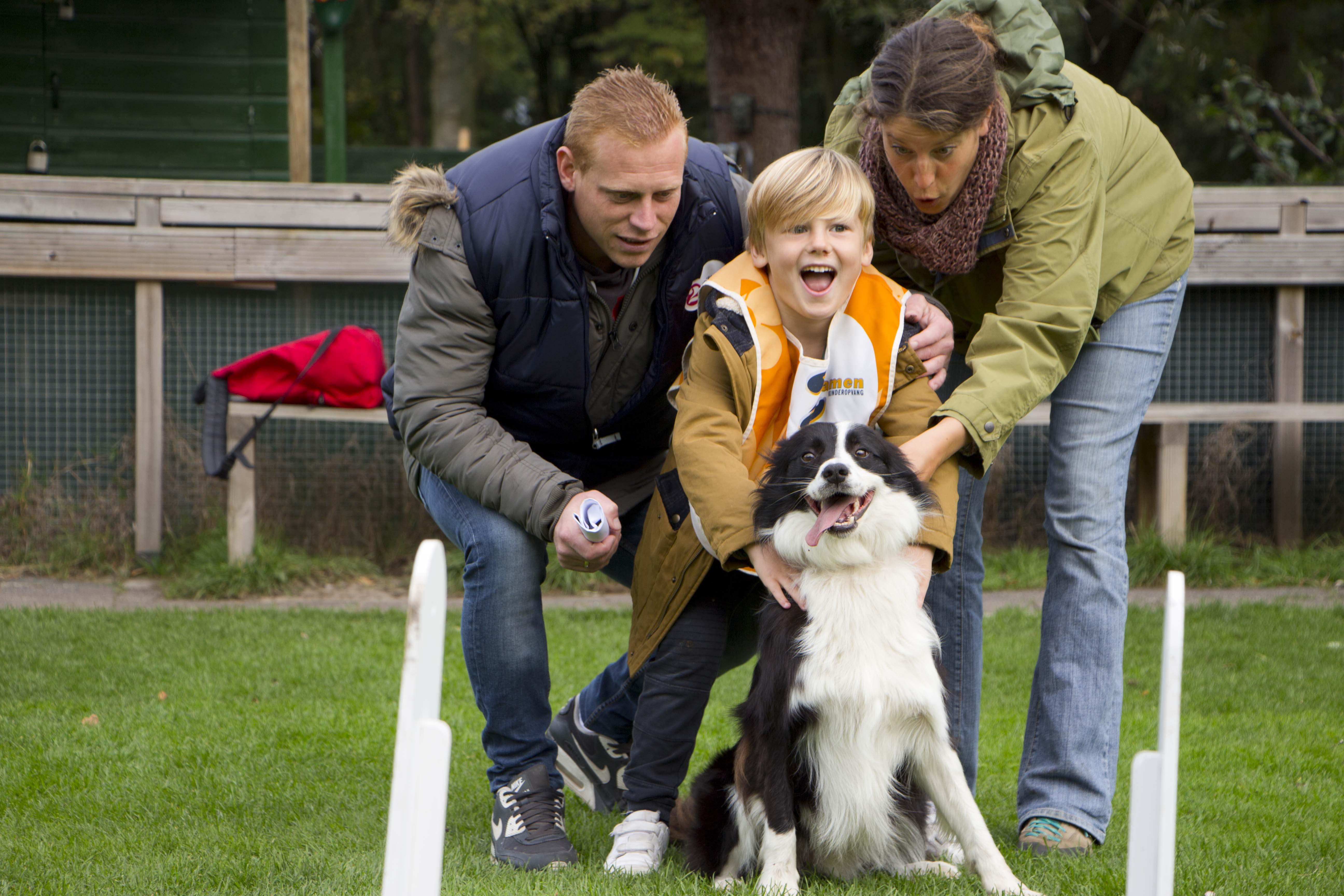 Spelen met hond in kinderopvang